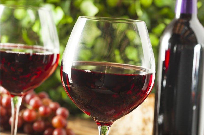 Czerwone wino pogromcą tłuszczu!