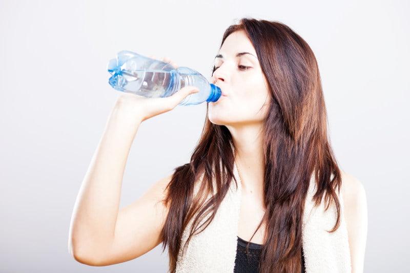 Ile wody dziennie powinnaś pić?