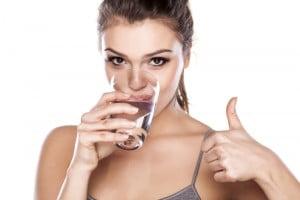 Kiedy i ile wody powinnaś pić?