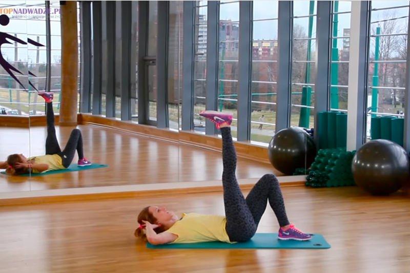 Ćwiczenia na płaski brzuch - trening angażuje całe ciało