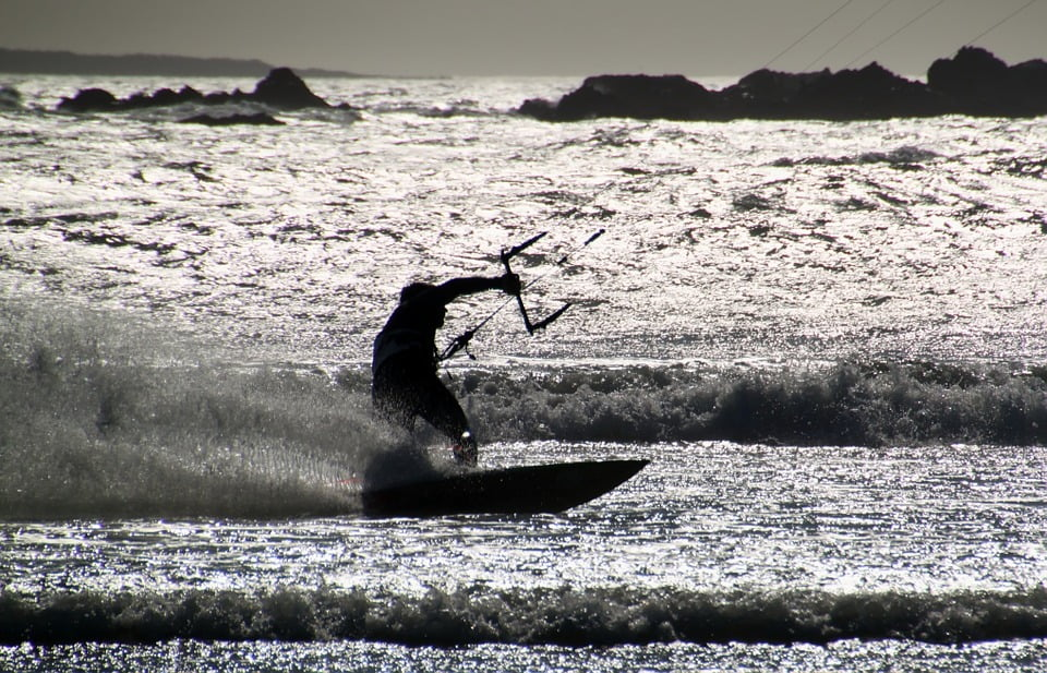 Czy kitesurfing to drogi sport?