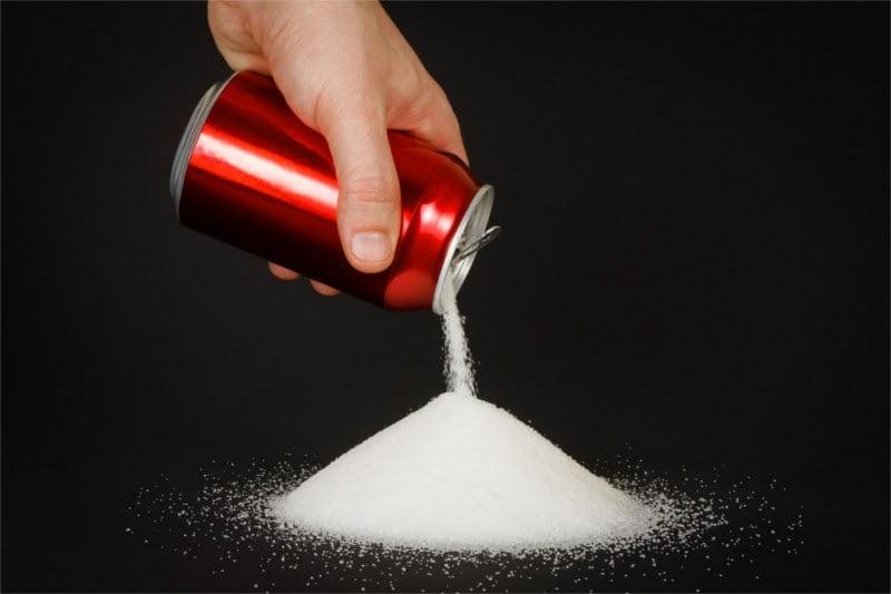 Ile cukru zawierają popularne napoje?