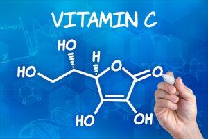 Dlaczego warto, by witamina C znalazła się w składnikach kosmeytków?