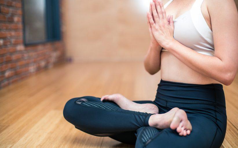 Legginsy sportowe – jak wybrać spodnie do ćwiczeń dla kobiet?